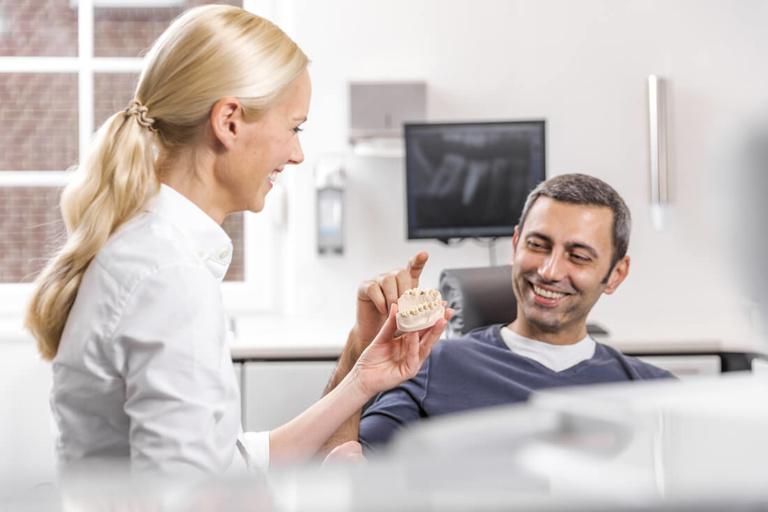 Zahnärztin Willich - Dr. Held - Leistungen - Implantate